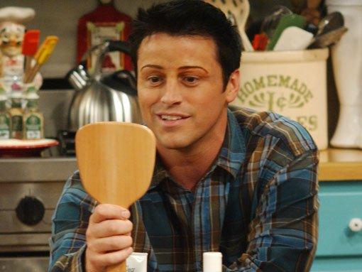 L'indimenticabile scena di Friends in cui Joey si fa depilare le sopracciglia!