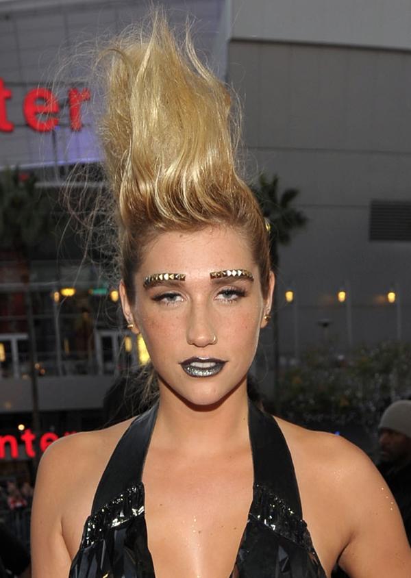 Kesha-2010-AMAs