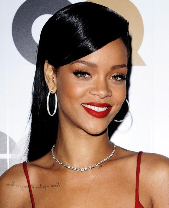 Rihanna-Red-Lips