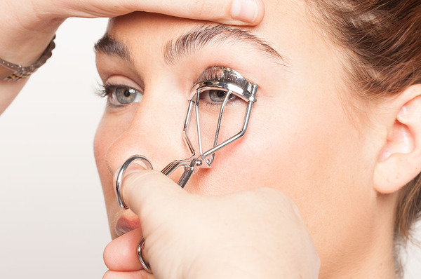 how-to-curl-eyelashes
