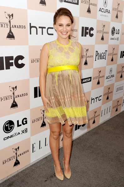 natalie-portman-and-givenchy-spring-2011-yellow-and-beige-lace-dress-gallery