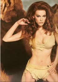 Hilary Swank come Raquel Welch