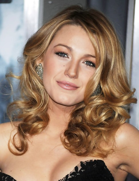 Blake-Lively-Long-Hairstyle-Romantic-Curls