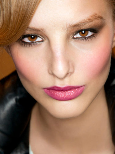 backstage-beauty-pink-lipstick