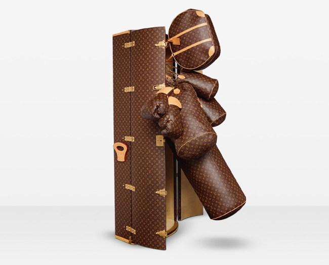 Qualcuno sta cercando un sacco da boxe con tanto di guantoni firmati Louis Vuitton?