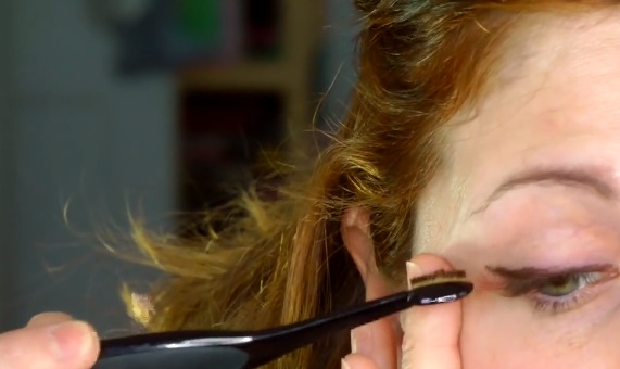 Fare una linea di eyeliner che già di  complicato di suo... farla anche anche con i pennelli sbagliati è IMPOSSIBILE! :D
