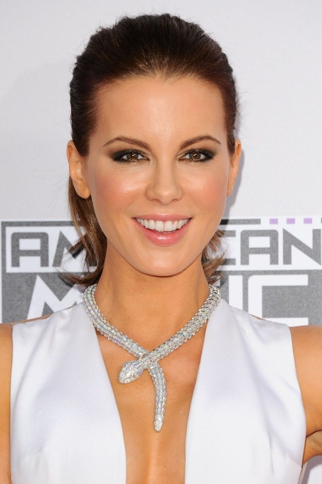 kate-beckinsale-attends-the-2014-american-music-awards-in-los-angeles_1