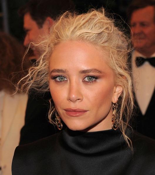 Aveva molto colpito anche il suo look nel 2012 ai Met Ball, dove è apparsa con questo look elegante nel m