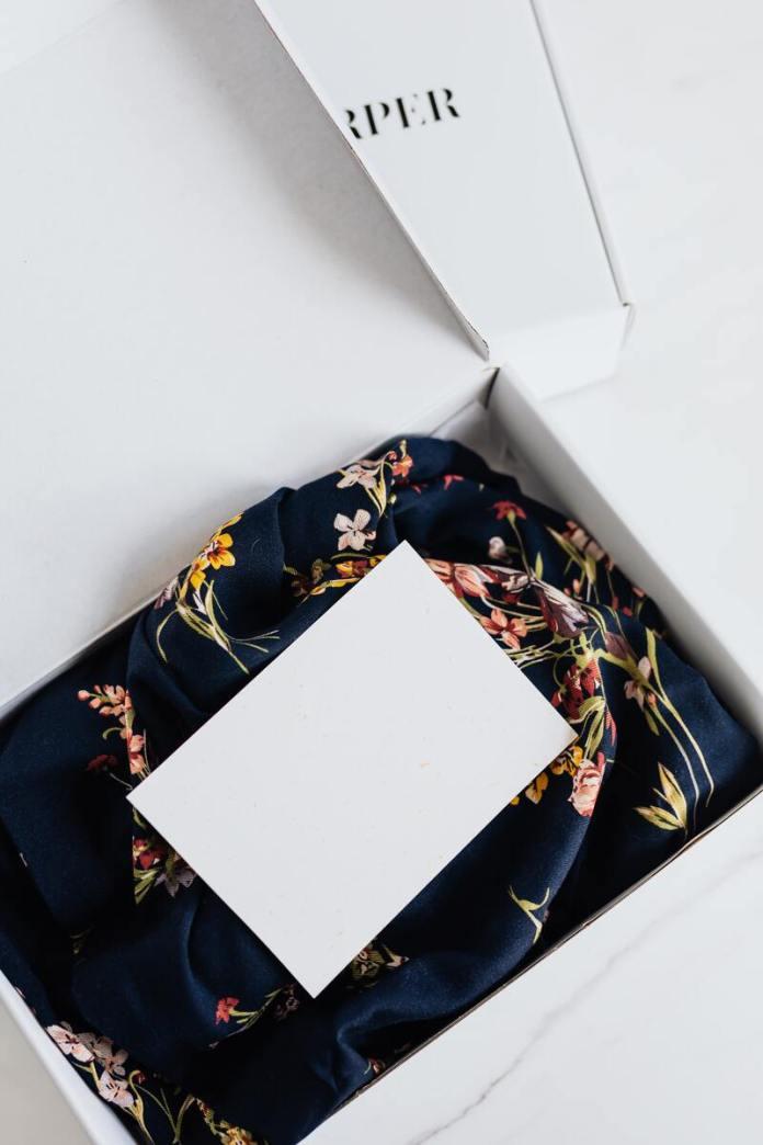 cliomakeup-decluttering-scatola-abiti-donare