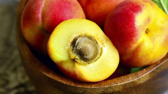 cliomakeup-maschere-frutta-estiva-pesche3.jpg
