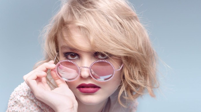 cliomakeup-occhiali-sole-forma-viso-squadrato-lily-rose-depp.jpg