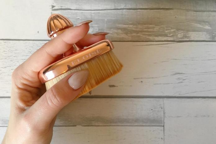 cliomakeup-beauty-product-famosi-social-eloise-beauty-teardrop-brush.jpg