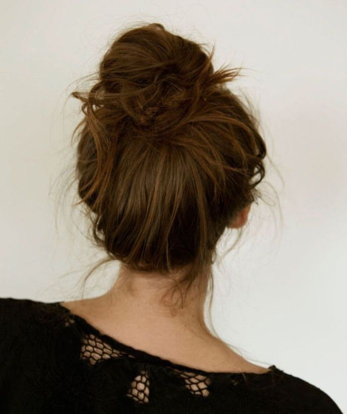 cliomakeup-acconciature-capelli-autunno-2018-messy-bun-woman-advice.jpg