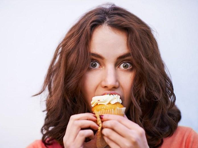 cliomakeup-dolci-durante-dieta-1-eating-dessert