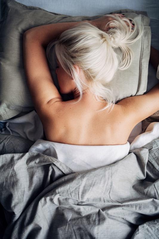 cliomakeup-dormire-nudi-fa-bene-10-sonno