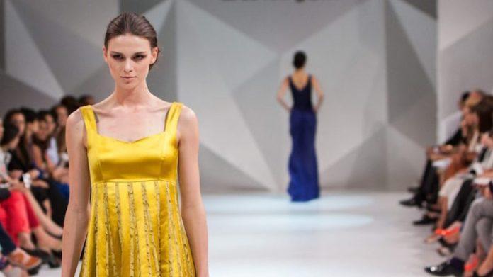 ClioMakeUp-trend-estate-2019-2-passerella-giallo.jpg