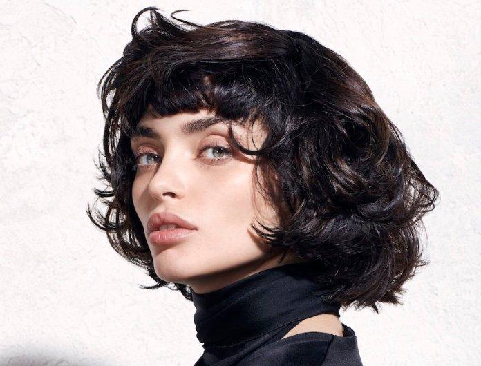 Taglio capelli medi con frangia mossa