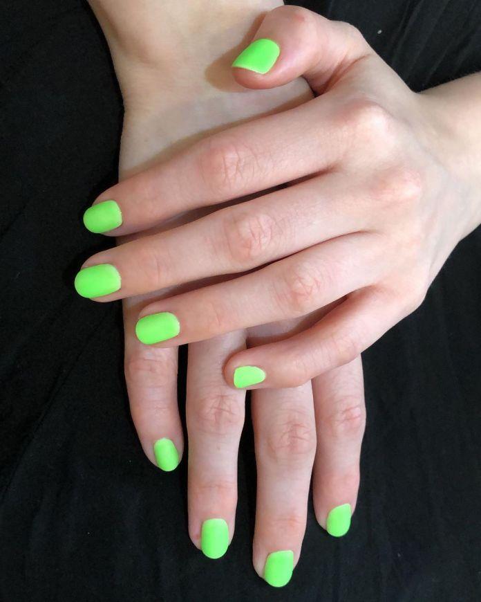 Cliomakeup-unghie-gel-16-verde-fluo