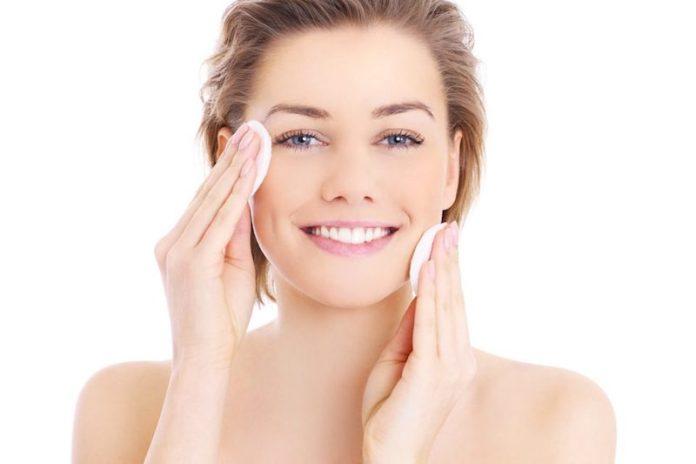 cliomakeup-fondotinta-per-pelle-con-acne-8-detergere-viso-acne