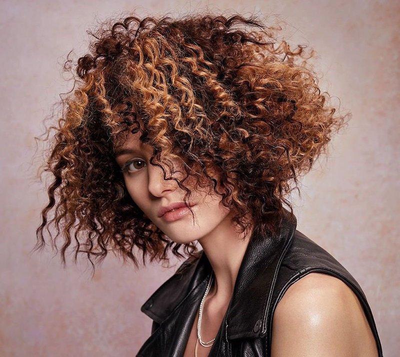 Permanente riccia su capelli lunghi
