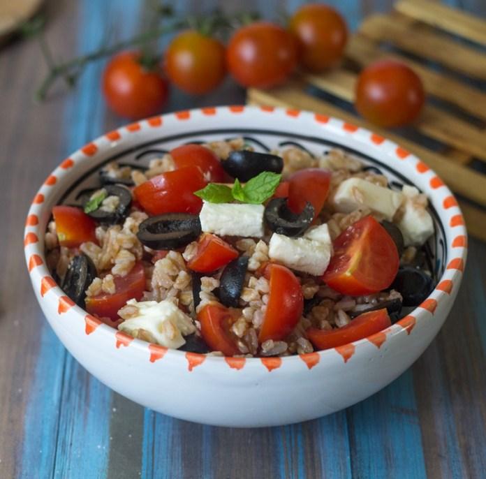 cliomakeup-ricette-pranzo-spiaggia-9-farro-pomodorini-feta