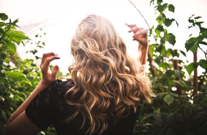 cliomakeup-rimedi-naturali-crescita-capelli-1-copertina