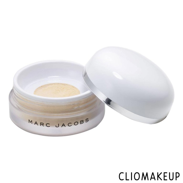 cliomakeup-recensione-cipria-marc-jacobs-finish-line-perfecting-coconut-setting-powder-1