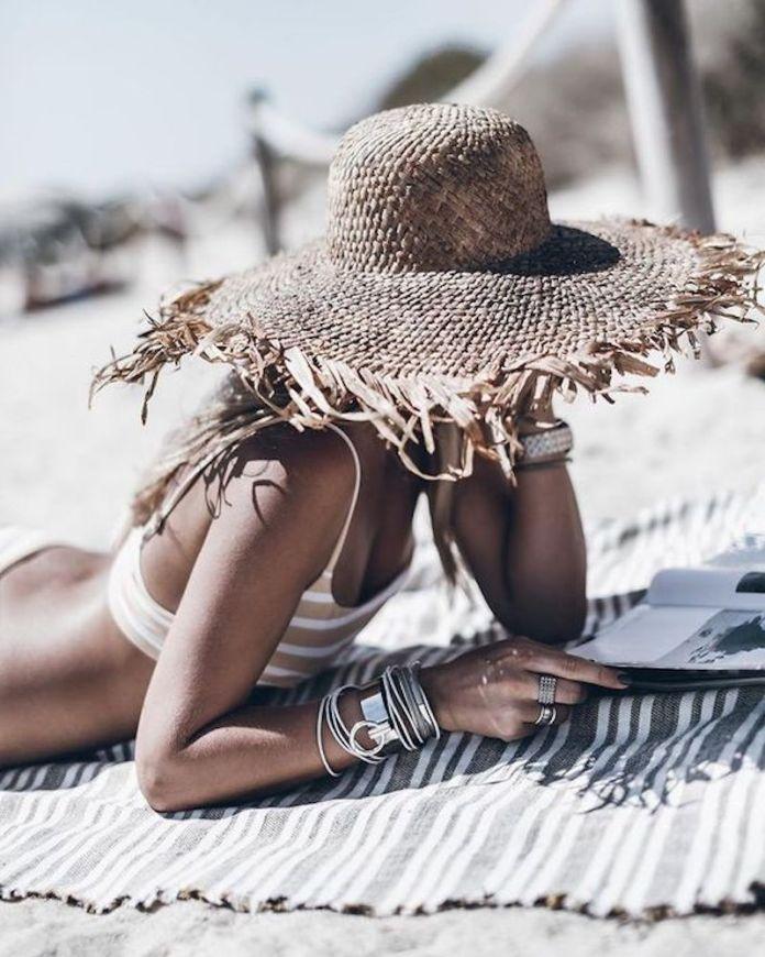 cliomakeup-situazione-imbarazzanti-spiaggia-7-cappello