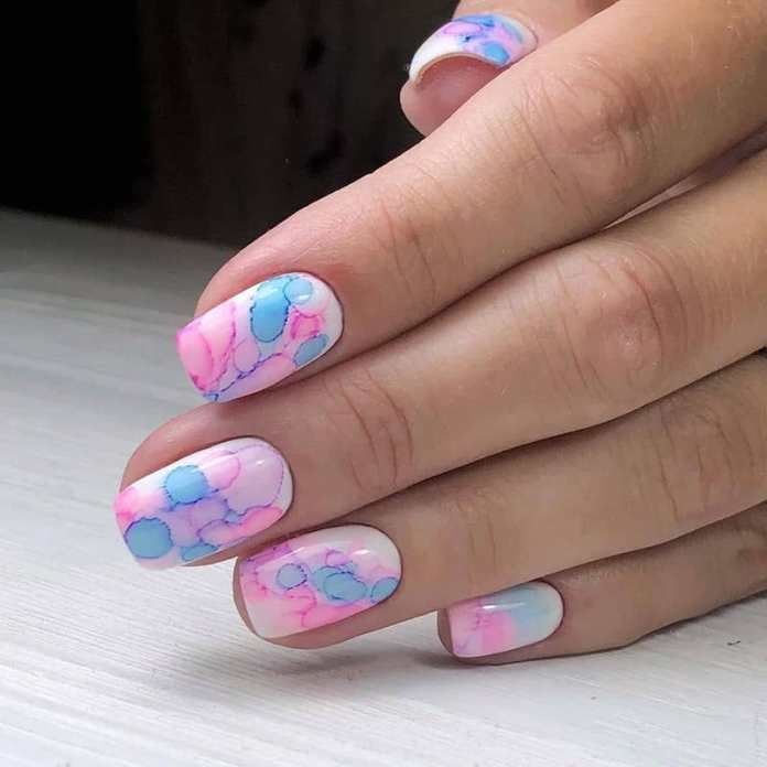 cliomakeup-smalto-al-mare-14-manicure-bianca-acquerello