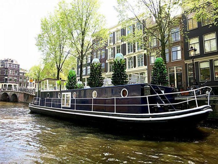 voli low cost amsterdam: le case galleggianti sono alloggi originali