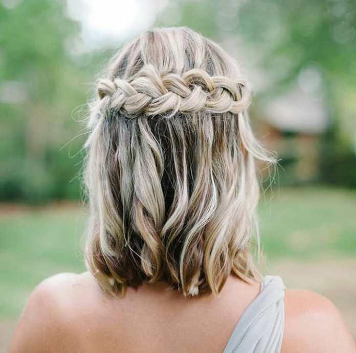 le acconciature con trecce a cascata sono bellissime anche su caschetti e capelli di lunghezza media