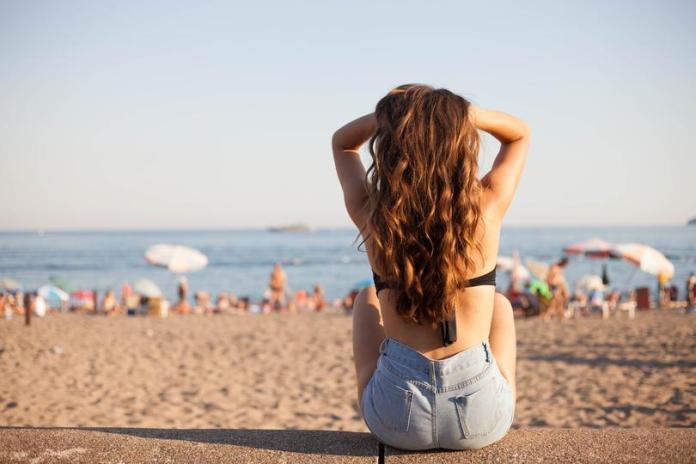 acconciature con trecce per ottenere beach waves perfette
