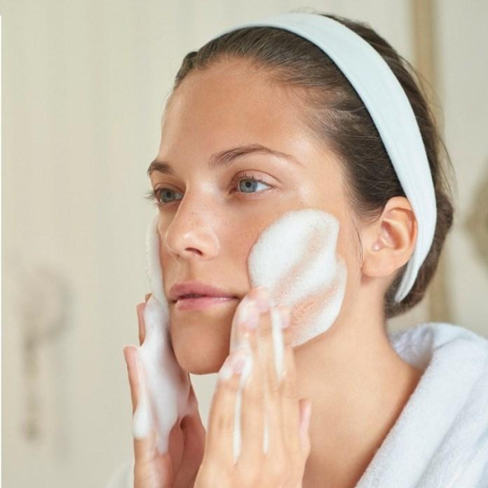 cliomakeup-dieta-acne-6-detersione-viso