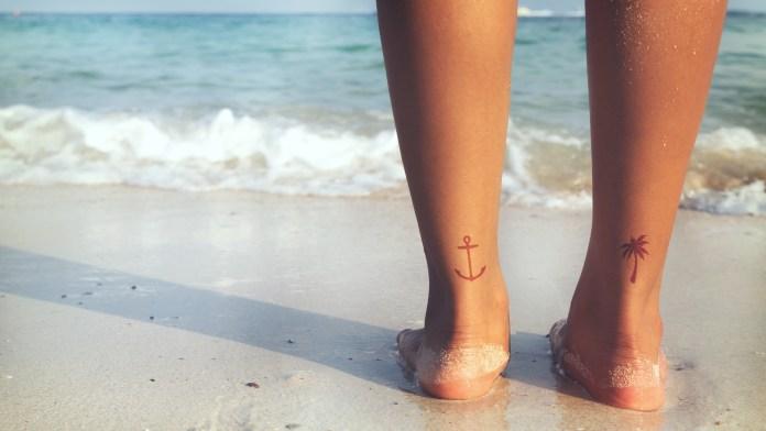 Cliomakeup-tatuaggi-protezione-solare-7-tatuaggi-spiaggia