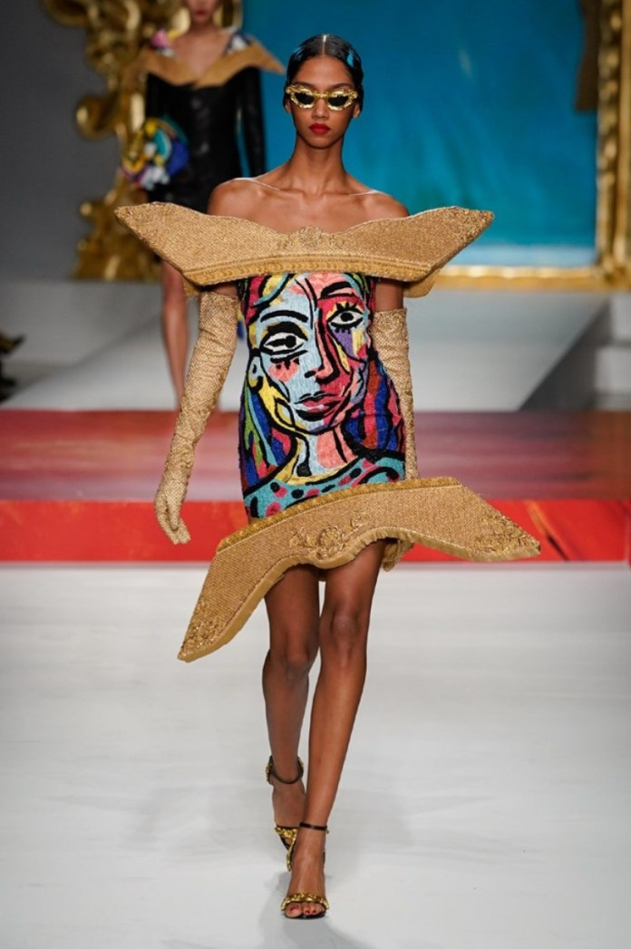 cliomakeup-milano-fashion-week-primavera-estate-2020-22-moschino-abito