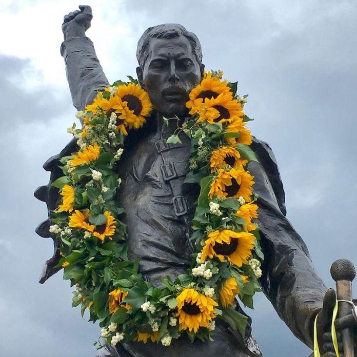 viaggio in svizzera: statua freddie mercury a montreux