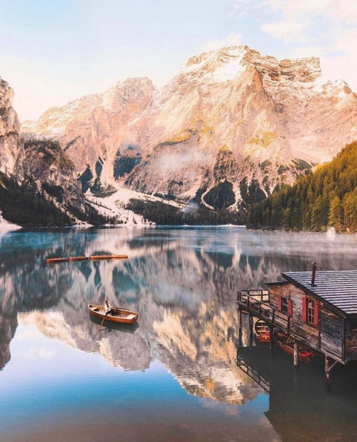 weekend settembre Italia: il lago di Braies è sempre un must