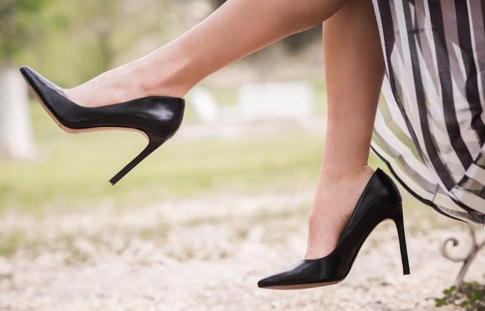 cliomakeup-scarpe-must-have-5-pump-nere