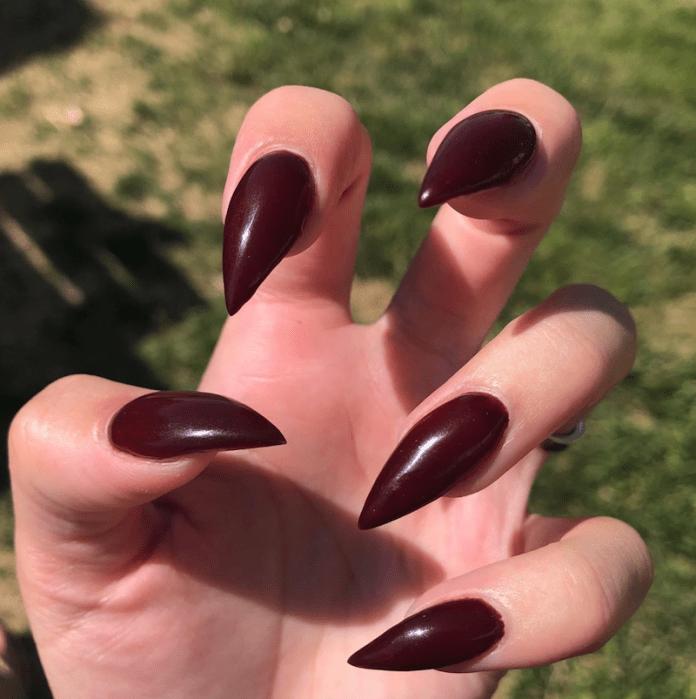 cliomakeup-unghie-roasted-burgundy-7-appuntite