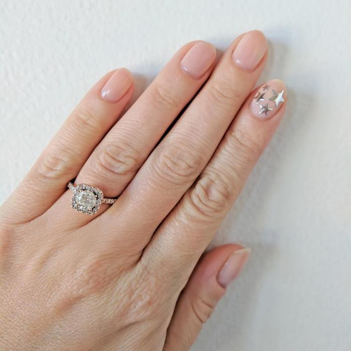Cliomakeup-unghie-natalizie-8-accent-nail-stella