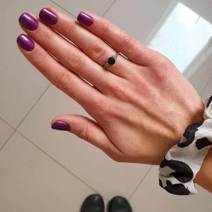 Cliomakeup-purple-nails-16-unghie-corte-quadrate