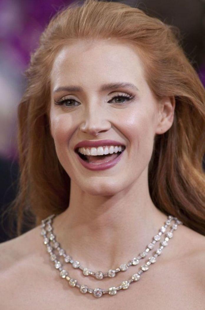 ClioMakeUp-come-evitare-rossetto-denti-4-jessica-chastain-sorriso.jpg