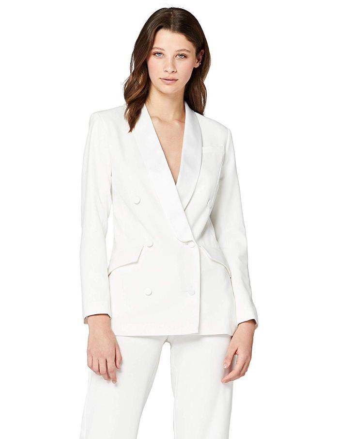 Cliomakeup-margot-robbie-look-20-blazer-bianco