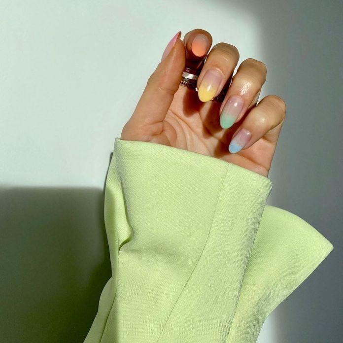 cliomakeup-colori-pastello-primavera-2020-8-unghie