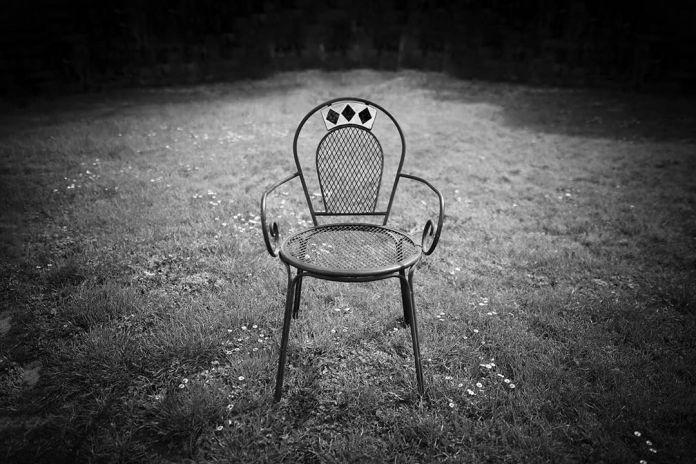 cliomakeup-come-sopravvivere-isolamento-5-sedia