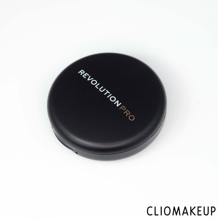 cliomakeup-recensione-fondotinta-compatto-revolution-pro-powder-foundation-pressed-powder-foundation-4
