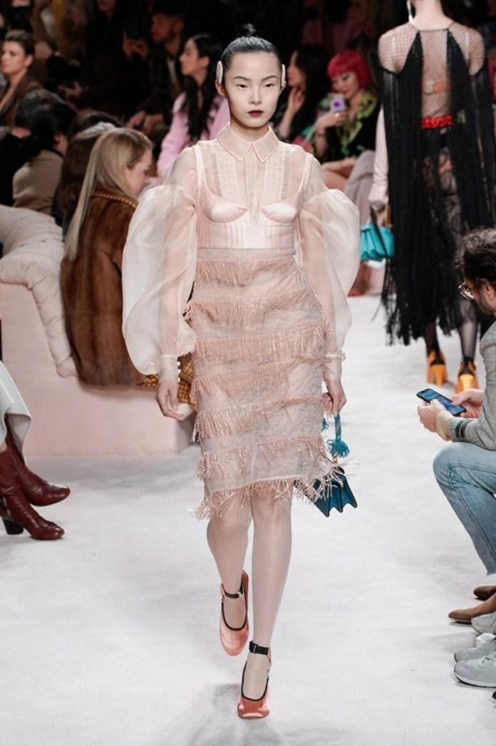 cliomakeup-Tendenze-moda-donna-autunno-inverno-2020-2021-3-frange-fendi