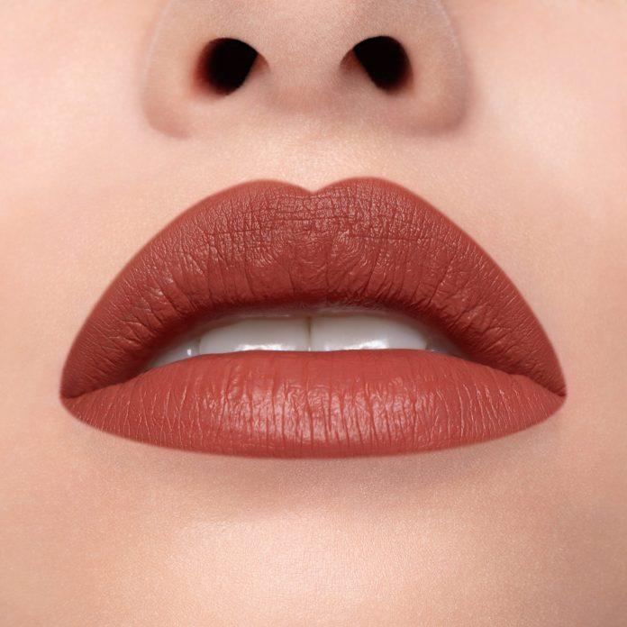 Cliomakeup-rossetto-liquido-liquidlove-90210-4-pelle-chiara