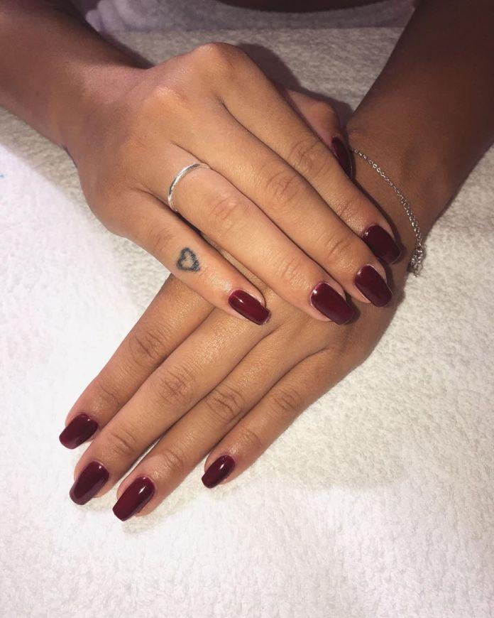 cliomakeup-smalti-bordeaux-5-unghie