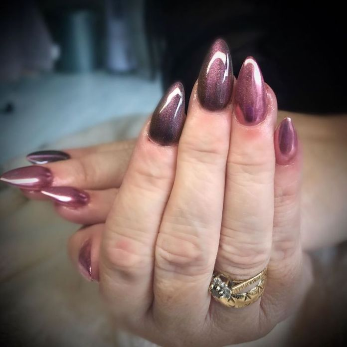 cliomakeup-tendenza-unghie-cats-eye-nails-teamclio-16